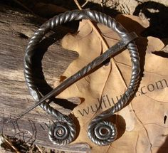 Forged+Penannular+Brooch+de+luxe