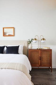 Decor like a pro with these bedroom design ideas! The home design ideas to have the dreamlike bedroom you've ever wanted! Perfect Bedroom, Home Decor Bedroom, Cheap Home Decor, Home Furniture, House Interior, Interior, Home Decor, Home Remodeling, Home Bedroom