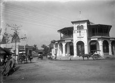 Stadsgezicht met handelshuis CK Jensen te Bandoeng. West-Java, 1880-1910.