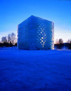 Frozen Architecture: From Glistening Snow Shows to Multi-Colored Ice Festivals,Oblong Voidspace - Jene Highstein & Steven Holl. The Snow Show, Lapland, 2003 and 2004. Image Courtesy of Fung Collaboratives, Photo Credit: Menne Stenros