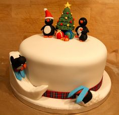 how to make a Penguin christmas cake with a christmas tree and presents