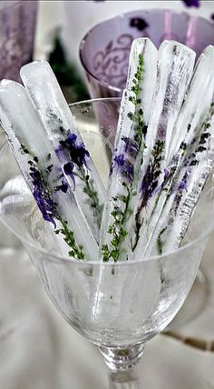 Ice Sticks with Lavender. could also use Rosemary. DIY Lavender Recipes and Project Ideas - Lavender Tall Ice Sticks - Food, Beauty, Baking Tutorials, Desserts and Drinks Made With Fresh and Dried Lavender - Savory Lavender Recipe Ideas, Healthy and Veg Food On Sticks, Stir Sticks, Lavender Recipes, Lavender Ideas, Lavender Quotes, Lavender Crafts, Rosemary Recipes, Cocktails, Party Drinks