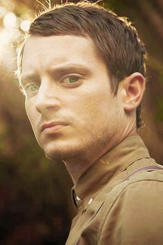 Elijah Wood - The bokeh. The flare. Be still my photographer's heart.
