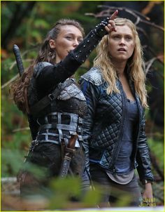 "The 100 CW - Eliza Taylor and Alycia Debnam-Carey, Clarke Griffin and Commander Lexa ""bonding"" #The100"