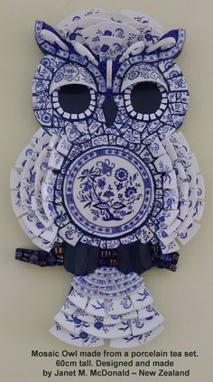 Blue and white mosaic owl Owl Mosaic, Mosaic Tile Art, Mosaic Birds, Mosaic Artwork, Mosaic Diy, Mosaic Garden, Mosaic Crafts, Mosaic Projects, Stained Glass Projects