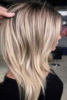 47 Gorgeous Blends of Balayage Ombre Hair Colors for You know balayage is one of the best hair coloring techniques since last few years. In this post we have collected amazing blends and shades of balauage ombre hair colors for women to opt for year Blonde Weave, Beauté Blonde, Short Blonde, Blonde Long Hair, Blonde Celebrity Hair, Blonde Fringe, Sandy Blonde Hair, Blonde Hair With Bangs, Beautiful Blonde Hair