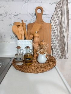Kitchen Countertop Decor, Kitchen Cabinet Styles, Home Decor Kitchen, Kitchen Fixtures, Fancy Kitchens, Cottage Kitchens, Home Kitchens, Cosy Kitchen, Home Decoracion