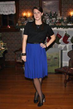 girl+in+skirt+shirt+stockings+and+shoe.jpg (600×900)
