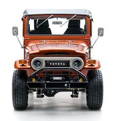 Our friends from FJ Company have just reached out to us with news on their latest Land Cruiser restoration, and boy does it look good. Their latest masterpiece is this beautiful 1972 Land Cruiser a build inspired by a Tonka truck the clien Toyota 4x4, Toyota Trucks, Toyota Hilux, Tacoma Toyota, 4x4 Trucks, Ford Trucks, Toyota Fj Cruiser, Dream Cars, Hors Route