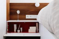 inrichten verdieping Edegem 2013-2014 I slaapkamer (white, sleeping room, stripes of walnut, notelaar, tapijt, kleur: fresh oh, koffieset Arne Jacobsen)