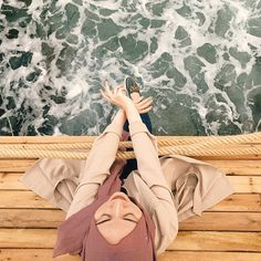Different Types of Hijabi Girl Photography Ideas - Diruang Tengah Hipster Girl Fashion, Hipster Girls, Hijab Hipster, Hijabi Girl, Girl Hijab, Hijab Outfit, Girl Photography Poses, Travel Photography, Poses Photo