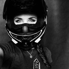 Lady Biker, Biker Girl, Chicks On Bikes, Bike Pic, Biker Chick, Motorbikes, Instagram, Beautiful, Motorcycle Girls