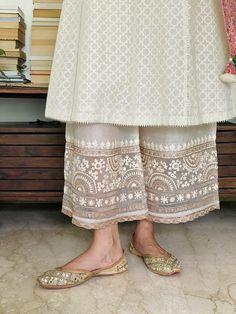 Pakistani Fashion Casual, Pakistani Dresses Casual, Indian Fashion Dresses, Pakistani Dress Design, Indian Designer Outfits, Fashion Outfits, Pakistani Kurta Designs, Pakistani Designer Clothes, Pakistani Girl
