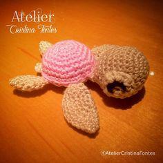 Tartaruguinha produzida em crochê. tamanho aprox de 10 cm. Para encomendas escreva para: contato@cristinafontes.com.br