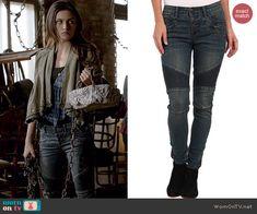 Hayley's button fly jeans on The Originals.  Outfit Details: http://wornontv.net/39212/ #TheOriginals