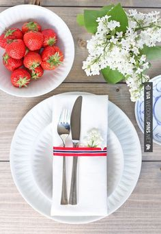 Table setting with touches of red, white, and blue for a fourth of july lunch. Love the porcelain paper plates.