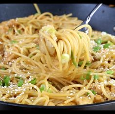 Teriyaki Chicken Noodle Bowls – an easy homemade teriyaki sauce with tender pieces of chicken and noodles for a delicious and easy dinner! Easy Pasta Recipes, Easy Dinner Recipes, Chicken Recipes, Easy Meals, Cooking Recipes, Recipes With Rice Noodles, Cooking Box, Cooking Games, Teriyaki Chicken Noodles