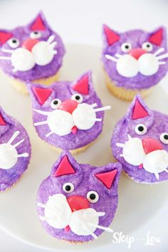 Make these at home or for a party with just a few simple step… Easy cat cupcakes! Make these at home or for a party with just a few simple steps. We modeled our cat after Chloe from Secret Life of Pets. Cat Cupcakes, Animal Cupcakes, Cupcake Cakes, Cup Cakes, Creative Cake Decorating, Creative Cakes, Decorating Ideas, Cat Birthday, Birthday Parties