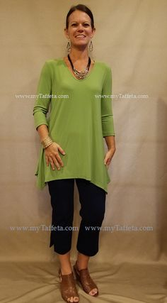 7148384e6273aa Heidi is wearing a Small in the Alisha.d V-Neck Tunic with her Lior Sidney  Denim Capris!