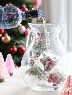 love the ice cubes------Jingle Juice Holiday Punch | http://inspiredbycharm.com #IBCholiday