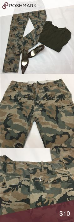 Super nice straight leg pants I love these pants camouflage Signature by Levi Strauss Jeans Straight Leg