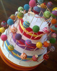 Geniale Idee wie du deine CakePops stilvoll als Torte anrichtest - einzigartig und trotzdem schnell und einfach zum nachmachen.