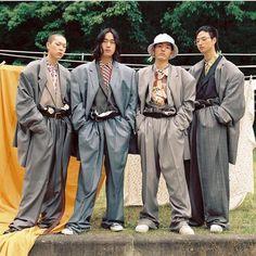 Via Korean group hyukoh Berlin Fashion, Japan Fashion, 80s Fashion, Fashion Show, Vintage Fashion, Fashion Outfits, Fashion Design, Vintage Style, Style Fashion