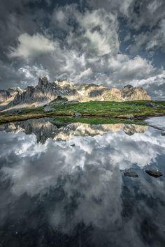 sky reflection by Ghys