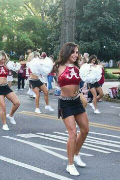 Bama cheerleaders in Homecoming parade 2013