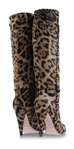 Gorgeous and nice style. Leopard Fashion, Animal Print Fashion, Fashion Prints, Fashion Boots, Animal Prints, Women's Fashion, Heeled Boots, Bootie Boots, Leopard Animal