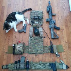 NOTE CAT, medical shears, carabiner, pouch placement,