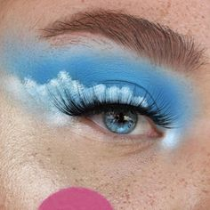 Cloud liner using the blue blood palette. Want to win this palette? Go enter my giveaway a couple posts back! Makeup Inspo, Makeup Art, Makeup Inspiration, Beauty Makeup, Beauty Skin, Borboleta Beauty, Blue Eyeshadow Looks, Creative Makeup Looks, Blue Bloods