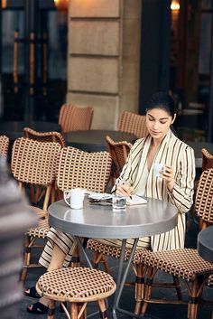 Women´s Caroline Issa at Massimo Dutti online. Enter now and view our autumn winter 2016 Caroline Issa collection. Summer Books, Summer Reading Lists, Caroline Issa, Spring Summer, Business Dresses, Inspirational Books, Style Me, Style Inspiration, Vacation