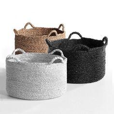 image Cesta trenzada redonda Raga AM. Rope Basket, Basket Bag, Basket Weaving, Baskets On Wall, Storage Baskets, Wicker Baskets, Sewing Baskets, Basket Decoration, Sisal