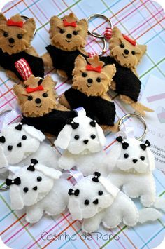 Felt dogs pics only Cute Crafts, Felt Crafts, Fabric Crafts, Sewing Crafts, Diy Crafts, Felt Christmas Ornaments, Christmas Crafts, Craft Projects, Sewing Projects