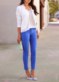 The blazer makes the jeans look chic Fashion Mode, Work Fashion, I Love Fashion, Passion For Fashion, Fashion Outfits, Womens Fashion, Spring Fashion, Elegante Y Chic, Moda Outfits