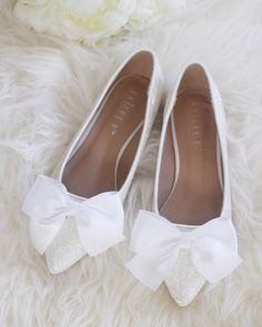 Women Wedding Shoes, Bridesmaid Shoes - WHITE ROCK Glitter pointy toe flats with SATIN bow at front - Zapatos hermosos - Schuhe Satin Shoes, Bow Shoes, Bride Shoes, Me Too Shoes, Flat Shoes, Bow Flats, White Flats, Shoes Sandals, Shoes Sneakers