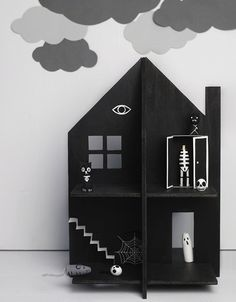 diy / Halloween / Haunted Dolls House / free templates for cardboard or plywood & tips for making spooky peg dolls~ Haunted Dollhouse, Haunted Dolls, Diy Dollhouse, Diy Halloween Toys, Diy Halloween Decorations, Halloween House, Spooky House, Haunted Halloween, Happy Halloween