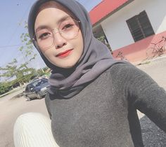"𝑺𝑯𝑬𝑬𝑿𝑰𝑵 𝑹𝑶𝑺𝑬 ( 𝓢𝓡 ) 🇲🇾 di Instagram ""Mata macamtu sebab takleh lepas dari melihat diri mu 😛🥺🥺🥺🥺 boleh ke? 🤭😜"" Hijab Teen, Girl Hijab, Beautiful Hijab Girl, Beautiful Muslim Women, Muslim Women Fashion, Hijab Fashionista, Casual Hijab Outfit, Indonesian Girls, Muslim Dress"