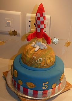 - I was really pleased with this cake - I managed to make it look as if the rocket was in the air