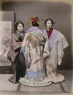 Hand colored print from of Geisha Japanese Photography, Old Photography, Japanese Kimono, Japanese Fashion, Japanese Beauty, Old Pictures, Old Photos, Vintage Photos, Vintage Posters