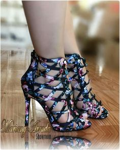 1bbcd1d96a22 Street Style Shoes, Shoe Wardrobe, All About Shoes, High Shoes, Platform  Shoes, Pretty Shoes, Summer Shoes, Peep Toe, Sandals