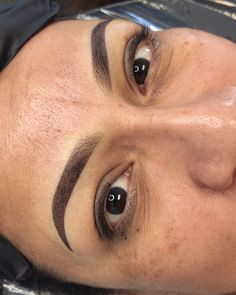 Mircoblading Eyebrows, Eyebrows Goals, Permanent Makeup Eyebrows, Eyebrow Makeup, Eyeliner, Instagram Eyebrows, Eyebrow Before And After, Red Lipstick Shades, Eyebrow Game