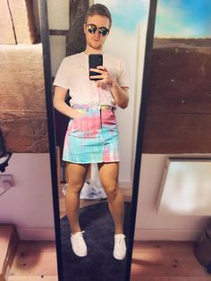 Nice change from the usual shorts men wear. More comfortable and looks better! New Mens Fashion, Queer Fashion, Androgynous Fashion, Look Fashion, Androgyny, Guys In Skirts, Boys Wearing Skirts, Men Wearing Dresses, Men Dress Up