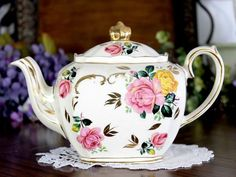 cabbage vintage sadler teapot yellow teacup roses motif cube pink the t Sadler Cube Teapot Pink Yellow Cabbage Roses Motif Sadler T The Vintage TeacupYou can find Tea pots and more on our website Food Storage, Laundry Storage, Tea Pot Set, Cabbage Roses, Flower Tea, Chocolate Pots, Chocolate Coffee, Teapots And Cups, Old World Charm