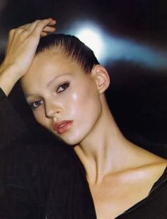 Kate Moss resurrected her French twist on the runway. A hairstylist tells us how to create a French twist, plus plenty of runway inspiration. 1990 Style, Mademoiselle Magazine, Moss Fashion, Fashion Pics, Lover Fashion, High Fashion, Pinterest Instagram, Nature Instagram, Heroin Chic