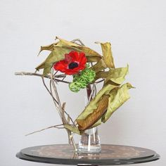 Ikebana, Zen Gardens, Cylinder Vase, Japanese Flowers, Art Floral, Flower Arrangements, Banana, Decorations, Crafts
