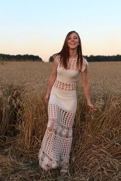 Como No Tempo da Vovó: VESTIDO LONGO EM CROCHÊ - INSPIRAÇÃO Crochet Long Dresses, Crochet Wedding Dresses, Crochet Skirts, Crochet Tunic, Crochet Clothes, Crochet Lace, Dress Patterns, Crochet Patterns, Bikinis Crochet