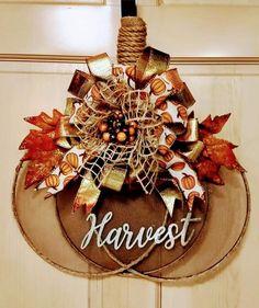 Felt Christmas Decorations, Thanksgiving Decorations, Thanksgiving Wreaths, Dollar Tree Decor, Dollar Tree Crafts, Fall Floral Arrangements, Deco Wreaths, Diy Fall Wreath, Autumn Crafts