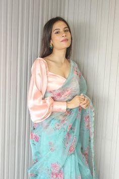 Stylish Blouse Design, Fancy Blouse Designs, Stylish Dress Designs, Designs For Dresses, Trendy Sarees, Stylish Sarees, Saree Blouse Patterns, Saree Blouse Designs, Saree Styles